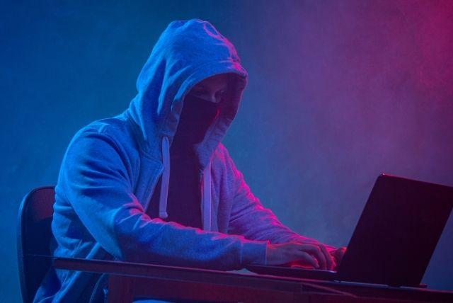 кибератака, злонамерен код, вирус, кражба на лични данни