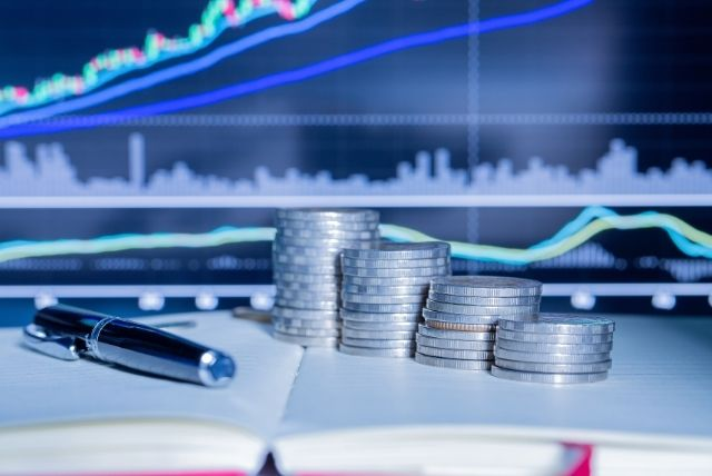 Финансов риск, гаранции, застрахователен брокер Карол Стандарт